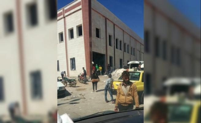 Afrinliler teröristlerin çekildiği depolara akın etti