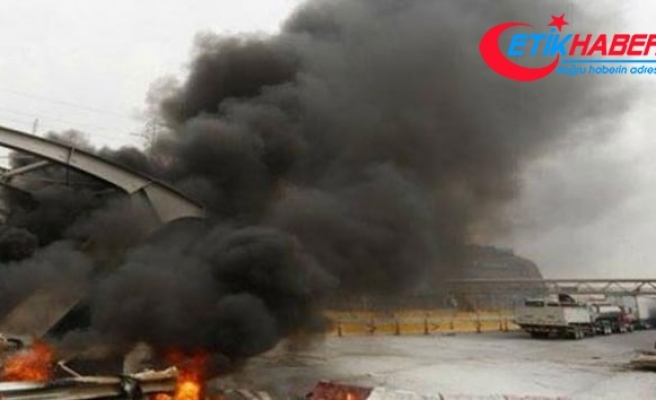 Arnavutluk-Kosova otoyol gişeleri ateşe verildi