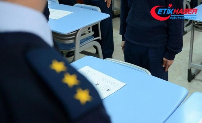 Askeri lise sınavı sorularını 'Allah rızası için' dağıtmışlar