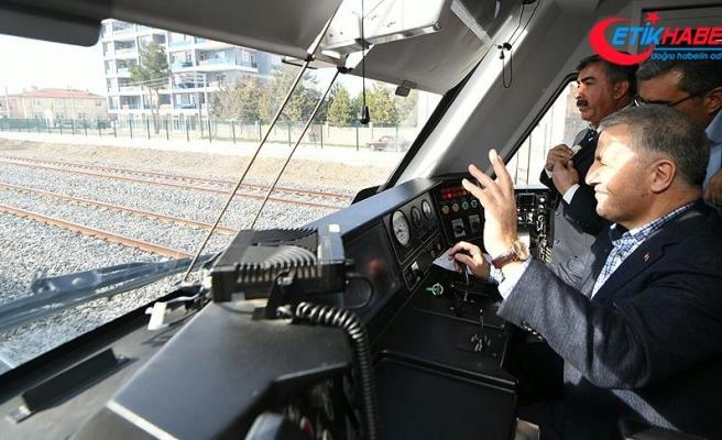 Bakan Arslan'dan hızlı tren hattında test sürüşü