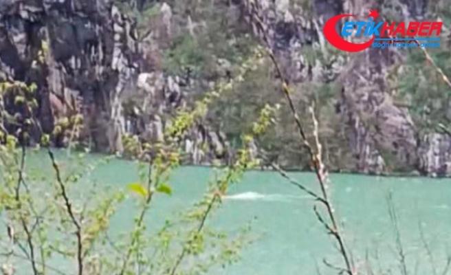 Baraj gölünde tekne alabora oldu