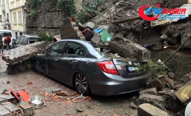 Beyoğlu'nda istinat duvarı çöktü