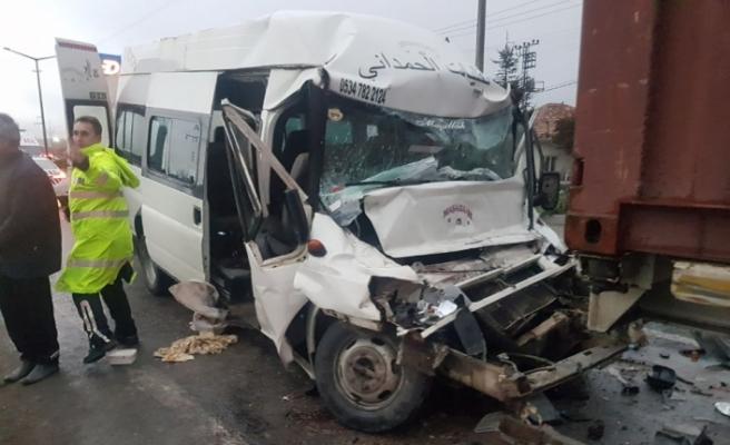 Cenaze dönüşü kaza: 14 yaralı