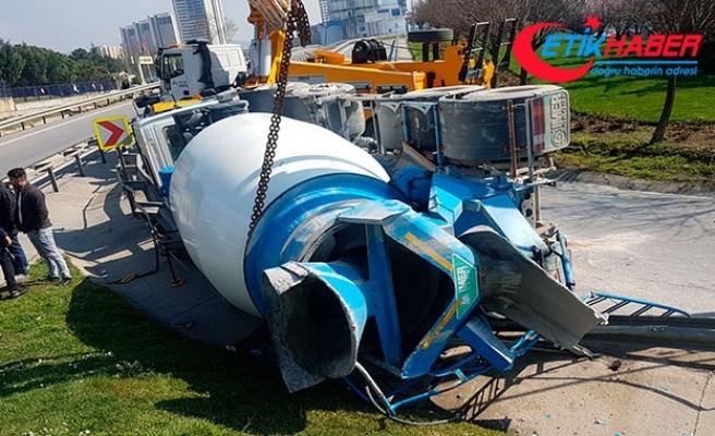 D-100'de beton mikseri devrildi: 1 kişi yaralandı, trafik felç oldu