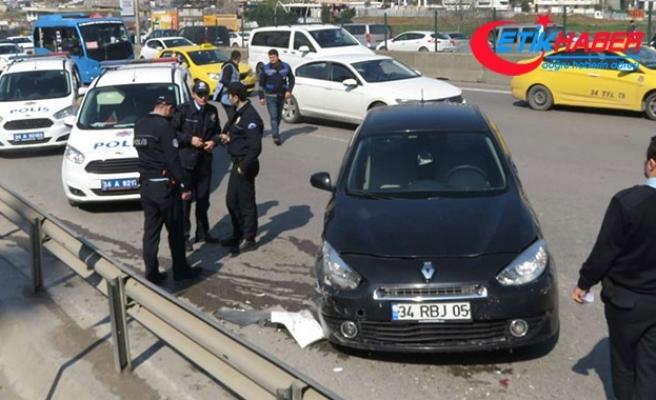D-100'de kaza: Önce otobüsü sonra polis aracına çarptı