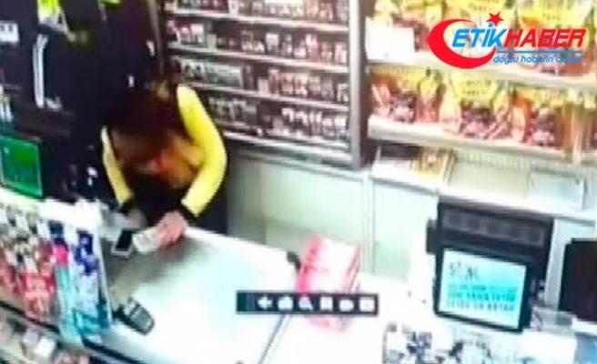 Güvenlik kamerasındaki soygun: Sevgilisiyle anlaşıp kendini soydurmuş