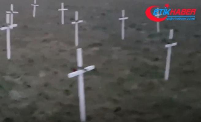 Hollanda'da cami yapılması planlanan alana 23 haç diktiler
