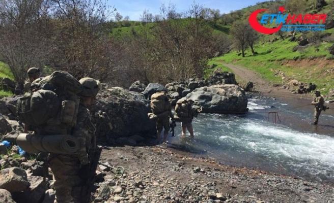Irak'ın kuzeyindeki PKK kampları imha ediliyor