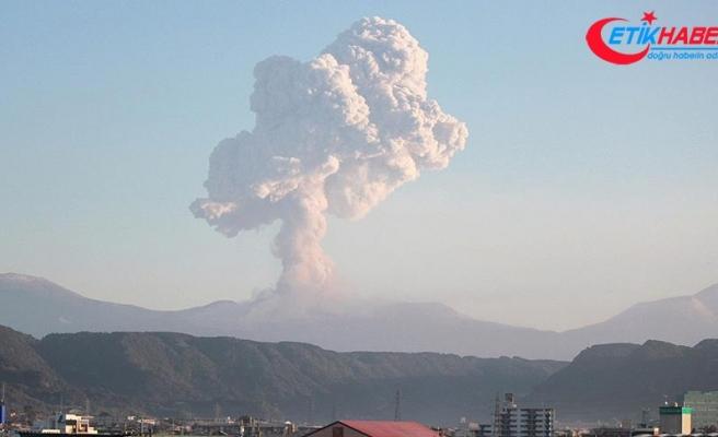 Japonya'da Shinmoe Yanardağı'nda güçlü patlamalar