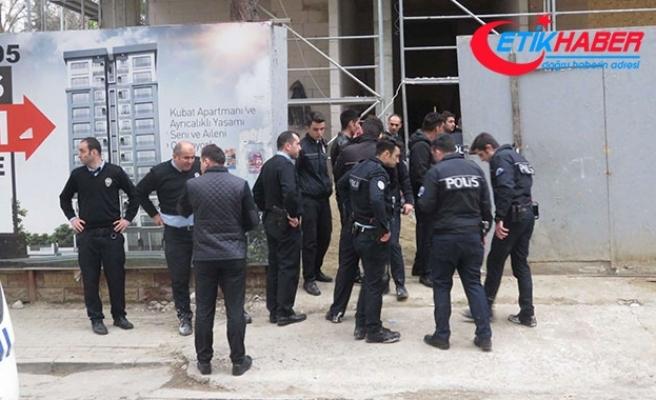 Kadıköy'de polise kürekli saldırı: 3 polis yaralandı