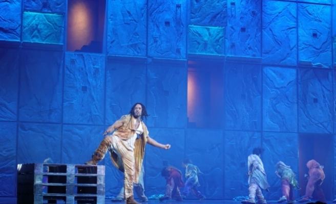 """""""Notre Dame de Paris"""" müzikali ayakta alkışlandı"""