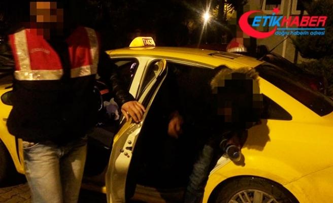 Taksilere kaçak göçmen operasyonu: 3 taksiden 22 kaçak göçmen çıktı