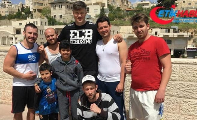 Türk kulübün boksöründen Filistinli çocuklara destek