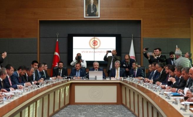 AKP ve MHP'nin ortak seçim önergesi komisyonda