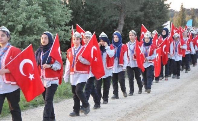 Çanakkale'de 10 bin Türk, dedelerinin izinde yürüdü