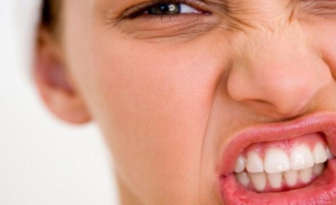 Diş eti kanamalarına dikkat