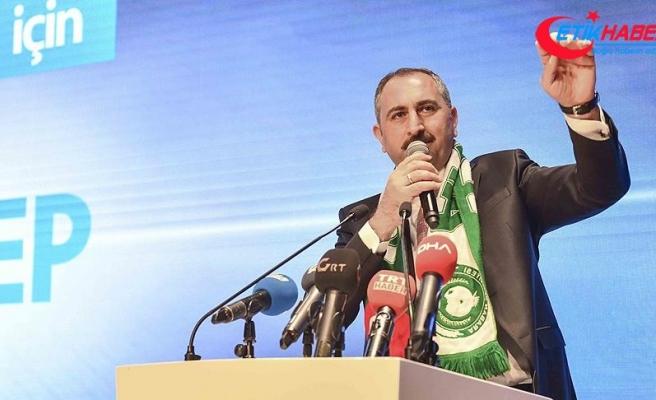 Adalet Bakanı Gül: İyi bir tiyatro izliyoruz