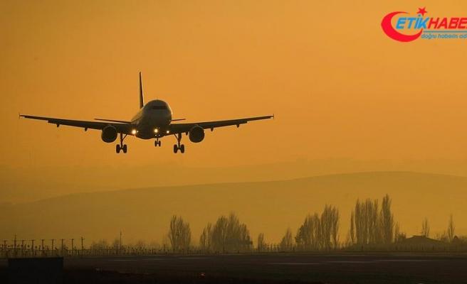 Arızalı fırın yolcu uçağına acil iniş yaptırdı