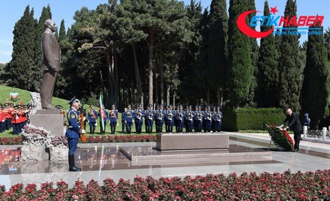 Azerbaycan eski Cumhurbaşkanı Aliyev mezarı başında anıldı
