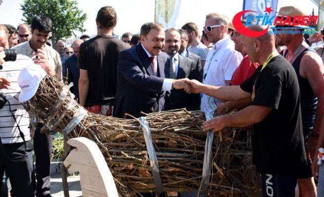 Bakan Eroğlu, Dostluk ve Barış Rallisi 'Troy 2018' etabının startını verdi