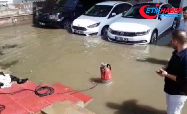 Başkent'te sağanak su baskınlarına neden oldu