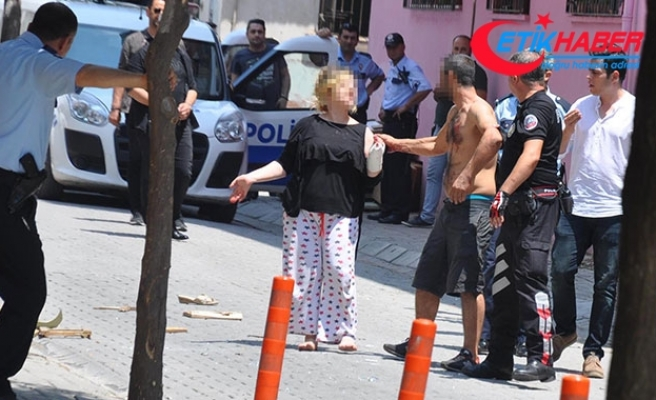 Bıçakla kendisini yaraladı, polis güçlükle ikna etti