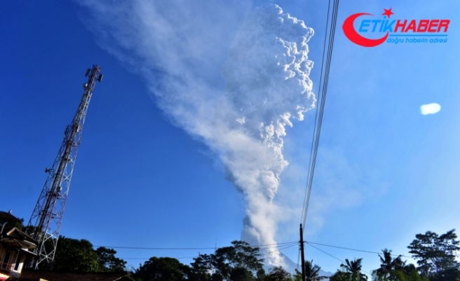 Endonezya'da volkan patladı