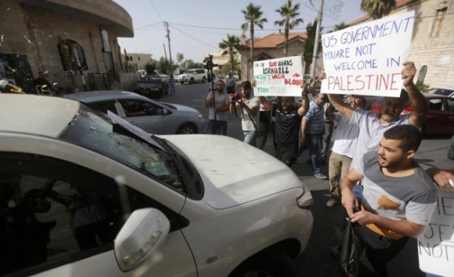 """Filistinlilerden ABD'li heyete """"yumurtalı ve ayakkabılı"""" protesto"""