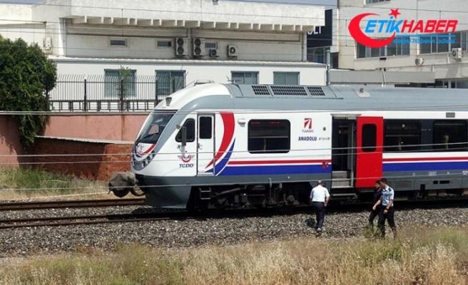 İzmir'de trenin çarptığı lise öğrencisi öldü
