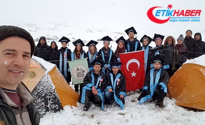 Karla kaplı Kaçkar Dağı'nda mezuniyet töreni