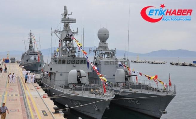 Kuşadası'nda askeri gemiler ziyarete açıldı