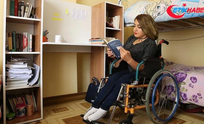Öğrenciler engelliler için kitaplık yaptı