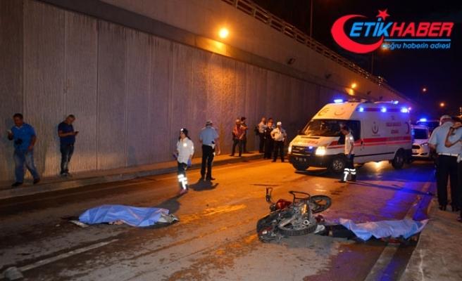 Otomobilin çaptığı motosiklet karşı şeride geçti: 2 ölü