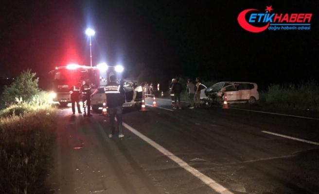 Tekirdağ'da otomobiller çarpıştı: 2 ölü, 1 yaralı