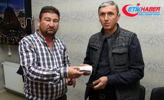 Temizlik işçisinin bulduğu 24 bin lira sahibine teslim edildi