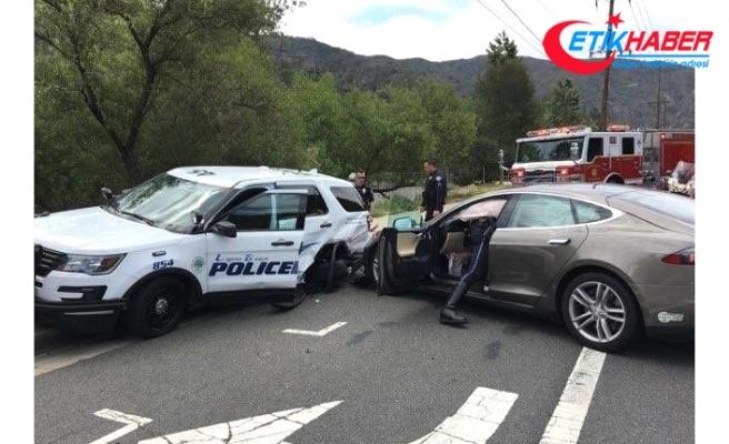 Tesla'nın Otomatik Pilotu Bu Kez Polis Aracına Çarptı