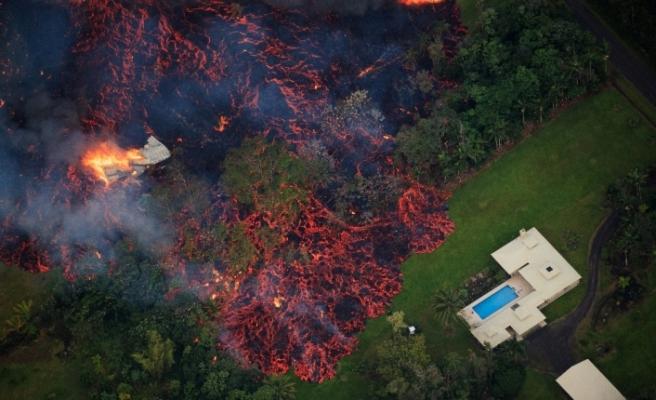Hawaii'de lavlar 87 evi kül etti