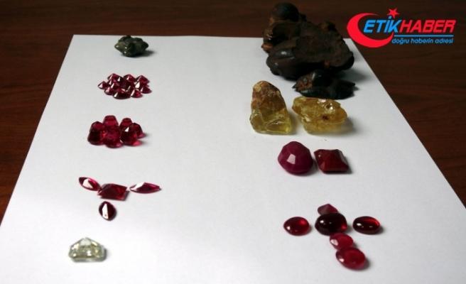2 milyon liralık değerli taşlar havalimanında ele geçirildi