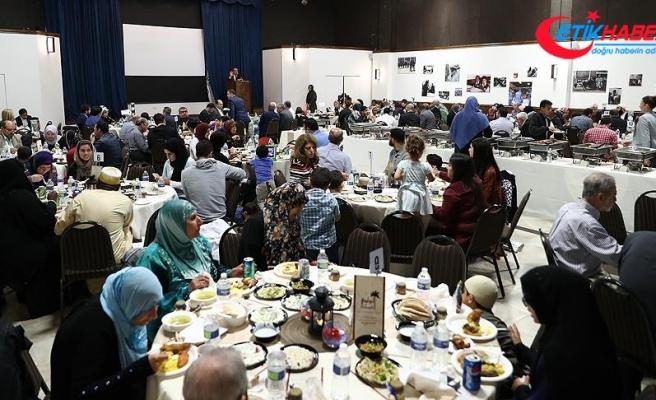 ABD'deki iftarda yüzlerce Müslüman bir araya geldir