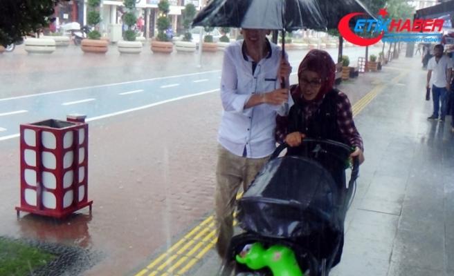 Bolu'daki sağanak yağış hayatı felç etti