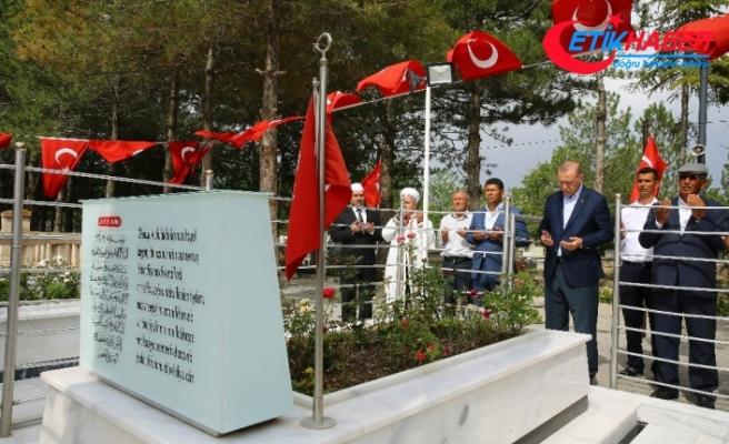 Erdoğan, Ömer Halisdemir'in mezarını ziyaret etti