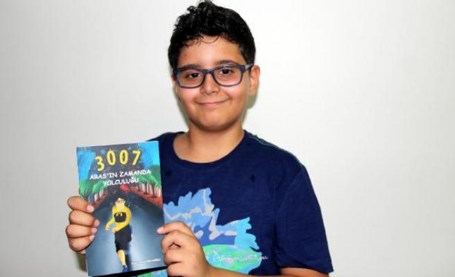11 yaşındaki Ahmet Aras, kendi kitabını yazdı