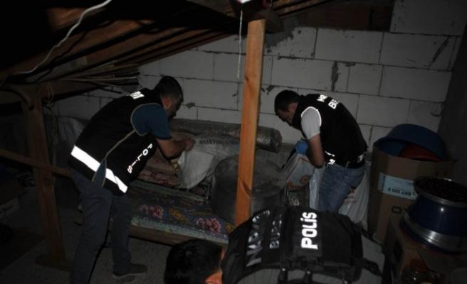 14 ilde 59 gözaltı: Aralarında polisler de var