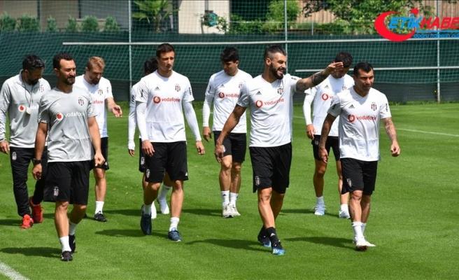 Beşiktaş'ta Negredo takımdan ayrı çalıştı