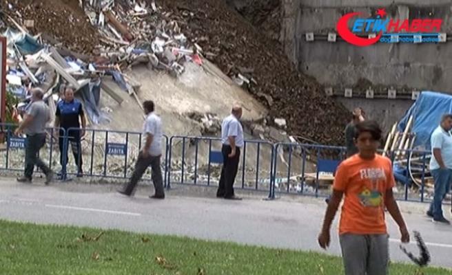 Çökme tehlikesine rağmen vatandaşlar canını hiçe saydı