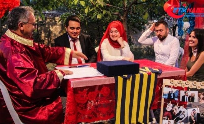 Fenerbahçeliler Günü'nde nikah masasına oturdular