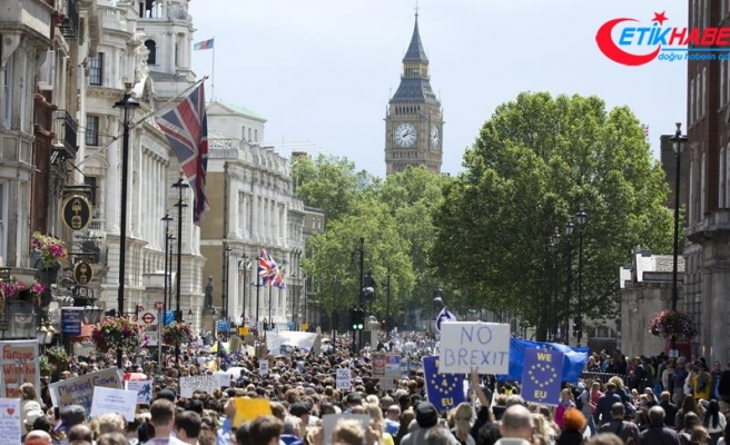 İngilizlerin yarısı Brexit için yeni referandum istiyor
