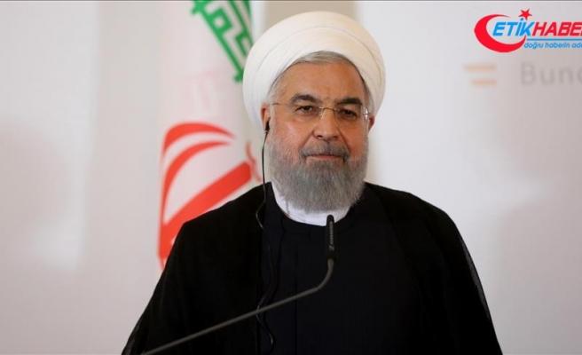 İran meclisinden Ruhani'ye 'ekonomi ekibini değiştir' ültimatomu