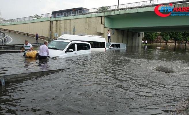 İstanbul'da yağış nedeniyle metro seferleri aksadı