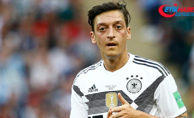 Unai Emery'den Mesut Özil'e destek